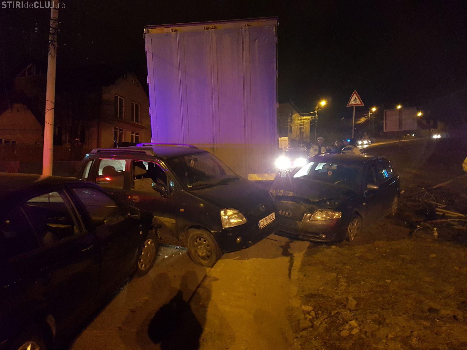 Accident grav pe Tăietura Turcului, din Cluj-Napoca. Un camion scăpat de sub control a făcut prăpăd pe stradă FOTO/VIDEO