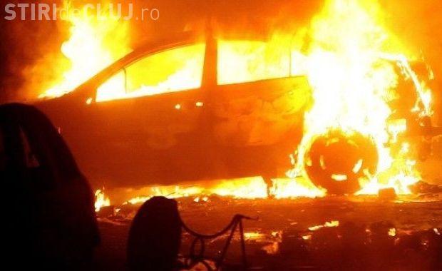 Două mașini de la reprezentața Opel din Sânnicoară, afectate de un incendiu