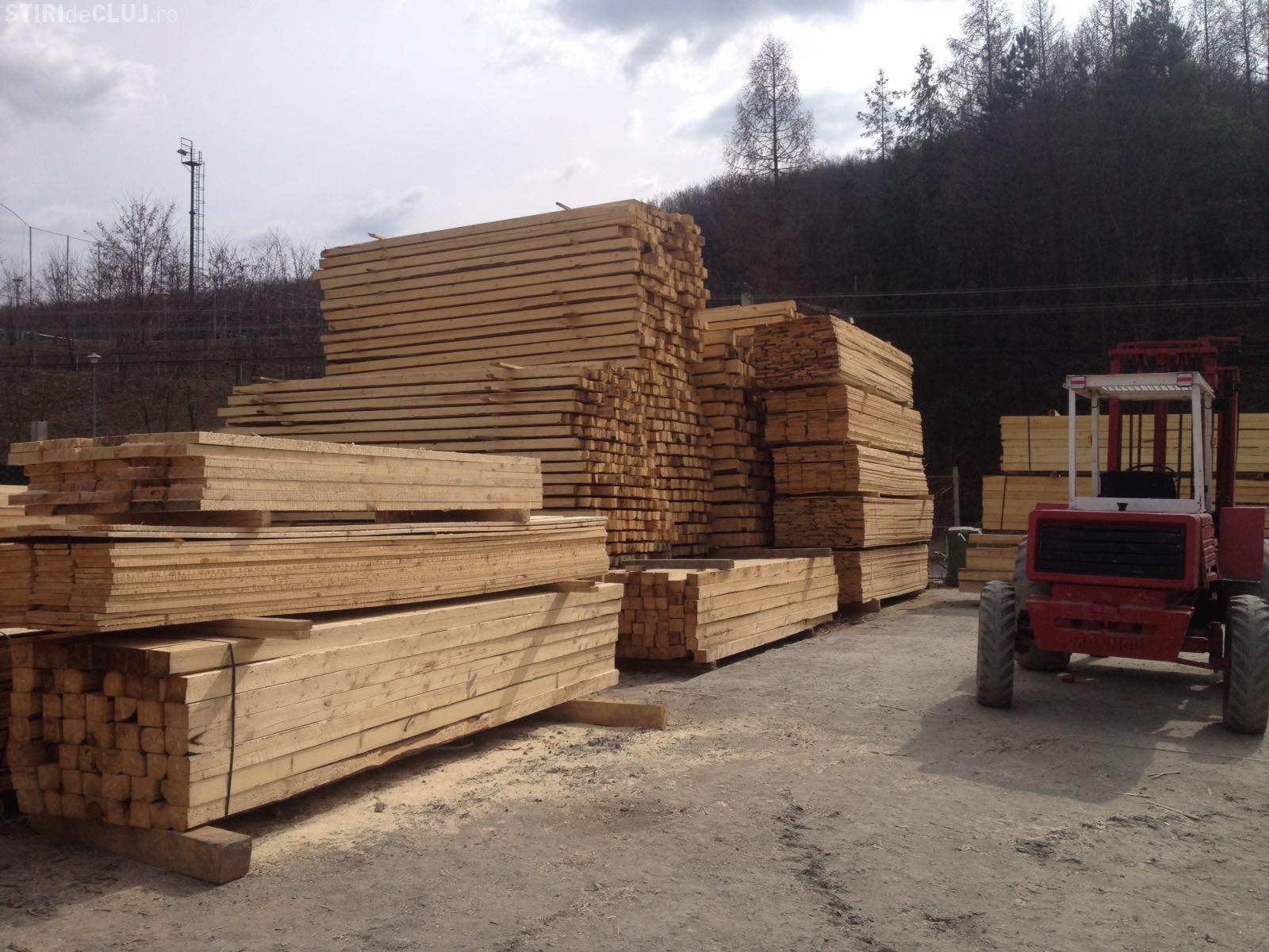 Lovitură grea pentru o firmă de comercializare a lemnului, din Cluj. Polițiștii i-au amendat și le-au confiscat și banii FOTO