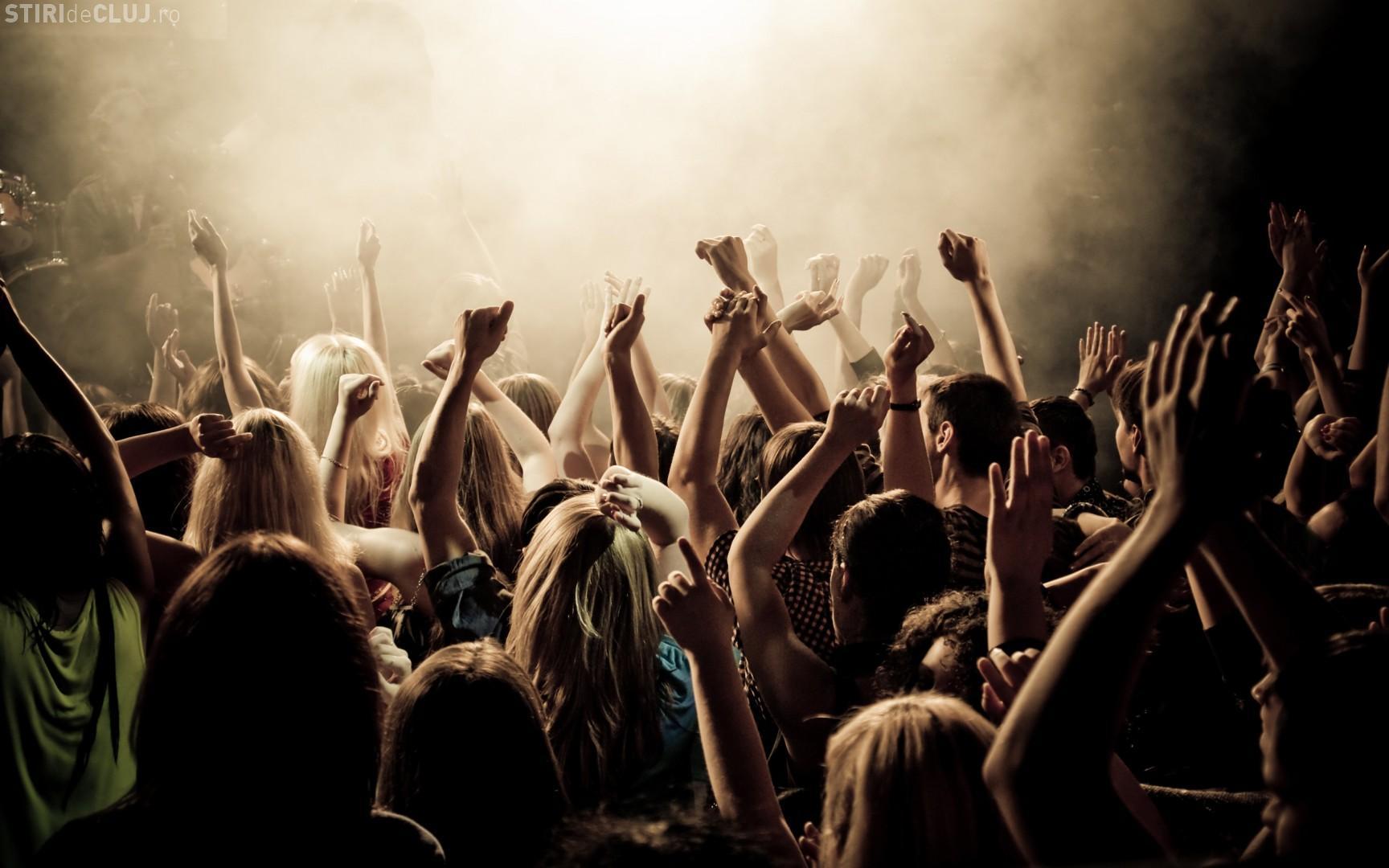 Incident șocant la un concert rock. Două persoane au murit, iar alte zece au fost rănite din cauza înghesuielii VIDEO