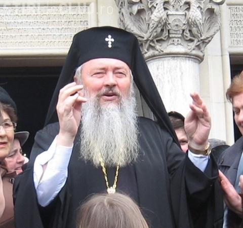 Mitropolitul Clujului, Andrei Andreicuţ, de Paște. Critică abuzul de internet și televiziune