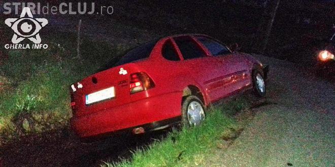 Accident pe un drum din Cluj, în toiul nopții. Un șofer beat a intrat cu mașina într-un cap de pod FOTO