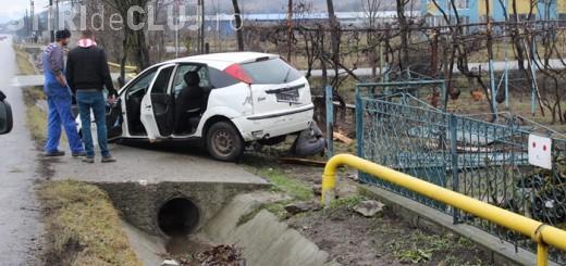Șofer beat, implicat într-un accident la Cluj-Napoca. S-a oprit cu mașina în poarta unei case de pe strada Oașului
