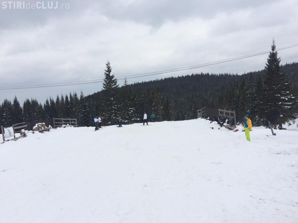 La Buscat se schiază. Probabil e singura pârtie deschisă în România - VIDEO