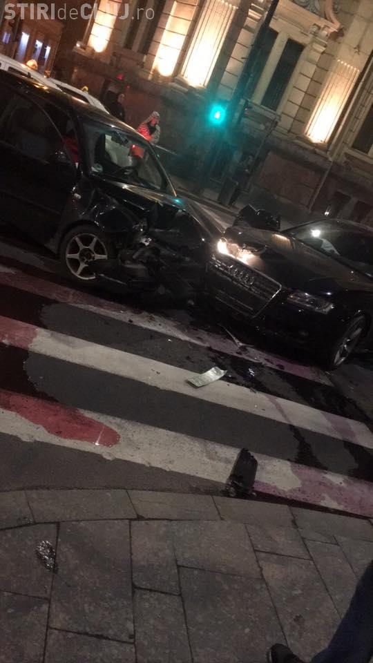 Accident cu o victimă în centrul Clujului! Un șofer beat la volan a intrat în plin într-un Audi FOTO