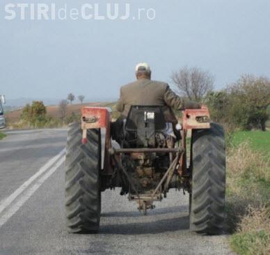 Tractorul poate fi condus fără permis pe drumurile publice. Explicații halucinante ale judecătorilor