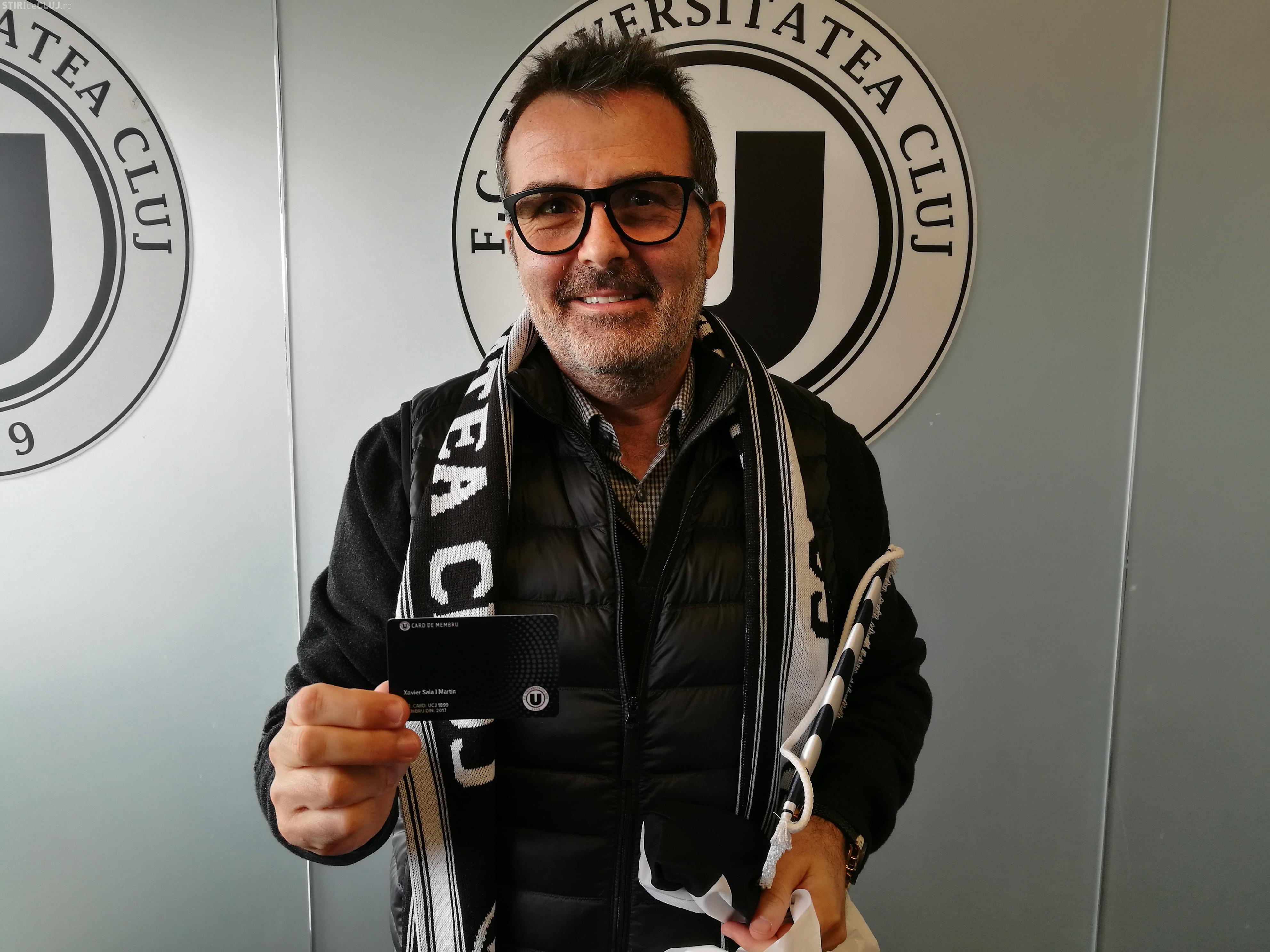Un fost președinte al FC BARCELONA, în vizită la Universitatea Cluj. A devenit membru al Șepcilor Roșii