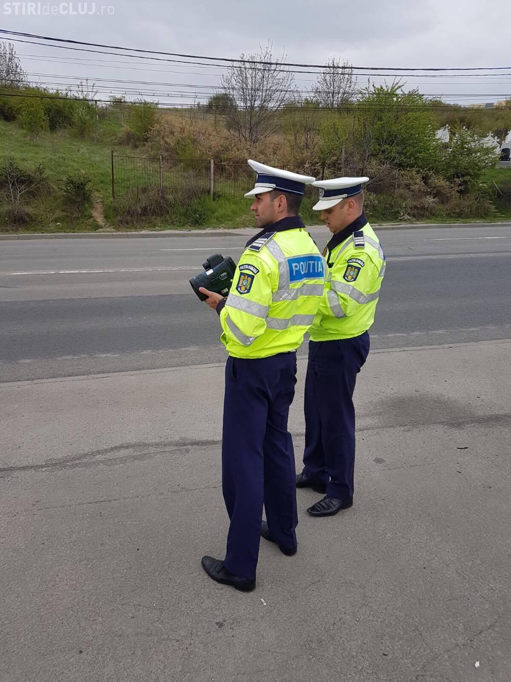 """Polițiștii clujeni fac razii pe drumurile din tot Clujul. Au ieșit la """"vânătoare"""" de vitezomani FOTO/VIDEO"""