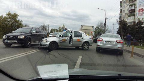 Accident între un taxi și un BMW, în Grigorescu FOTO
