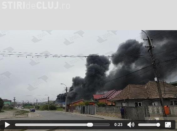 Incendiu la Pata Rât. Fumul gros acoperă cartierul Someșeni - VIDEO
