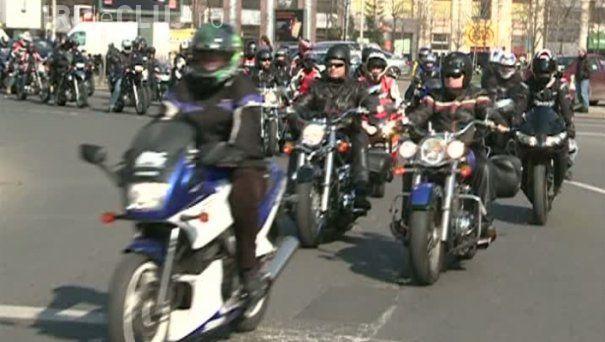 """Marș al motocicliștilor la Cluj: """"Atenţie la motoclicilişti, şi noi existăm în trafic"""""""