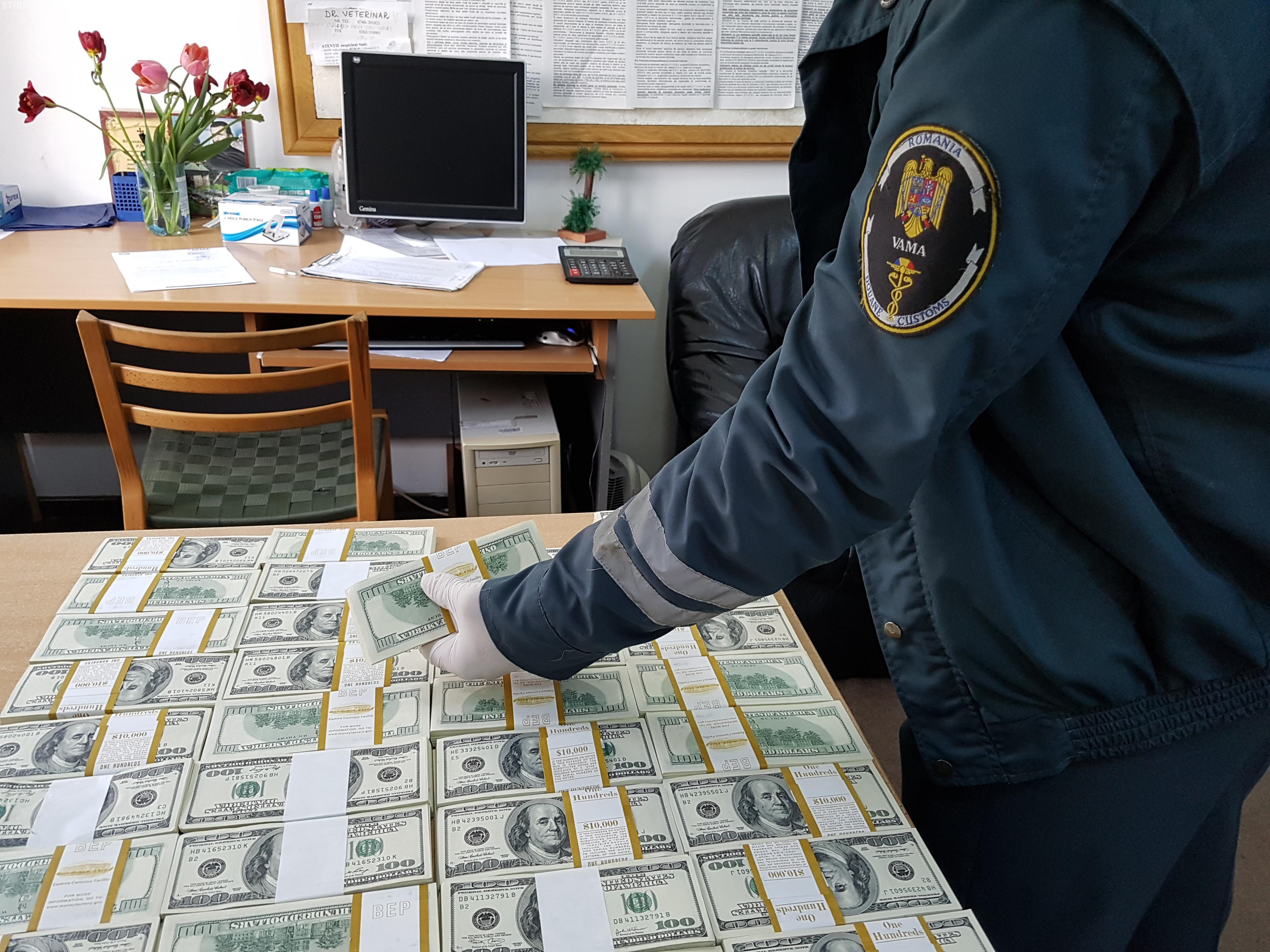 Vameșii au găsit 400.000 de dolari ascunşi într-un autoturism la Sighet