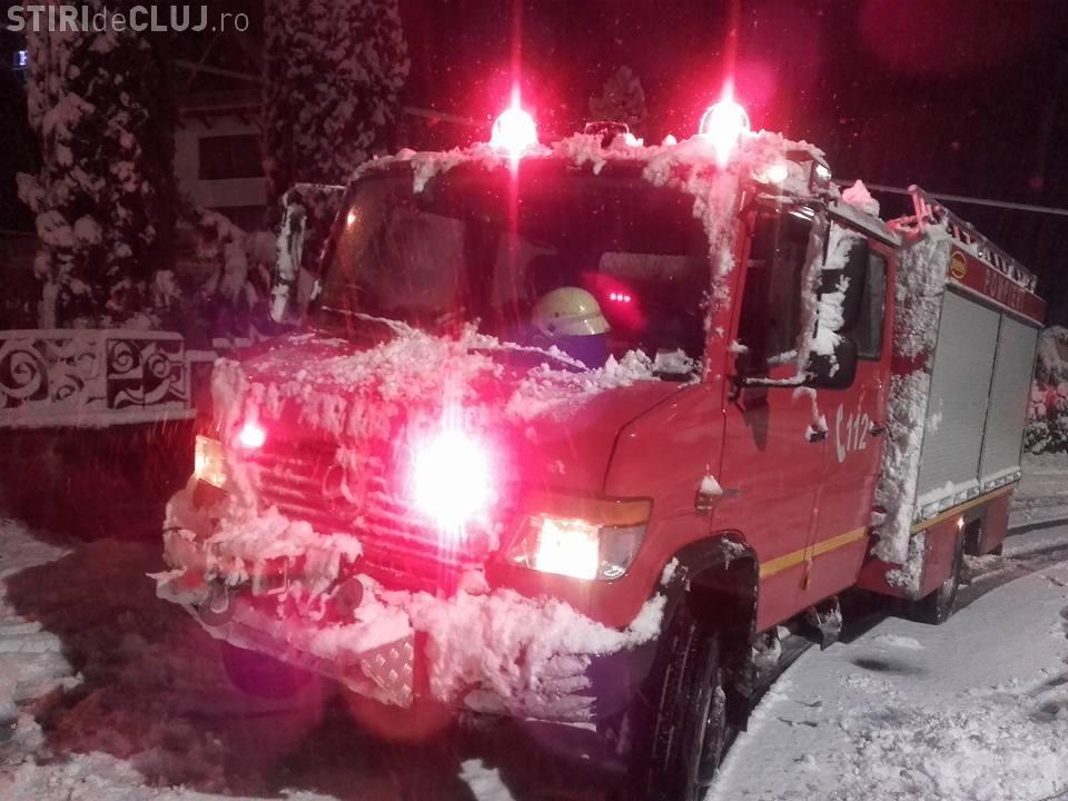 Zăpezile au făcut ravagii la Cluj. ISU a intervenit la peste 20 de cazuri doar azi-noapte FOTO