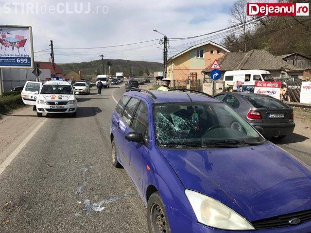 Neatenția poate costa! O femeie din Dej a fost lovită de mașină în timp ce traversa strada neregulamentar VIDEO