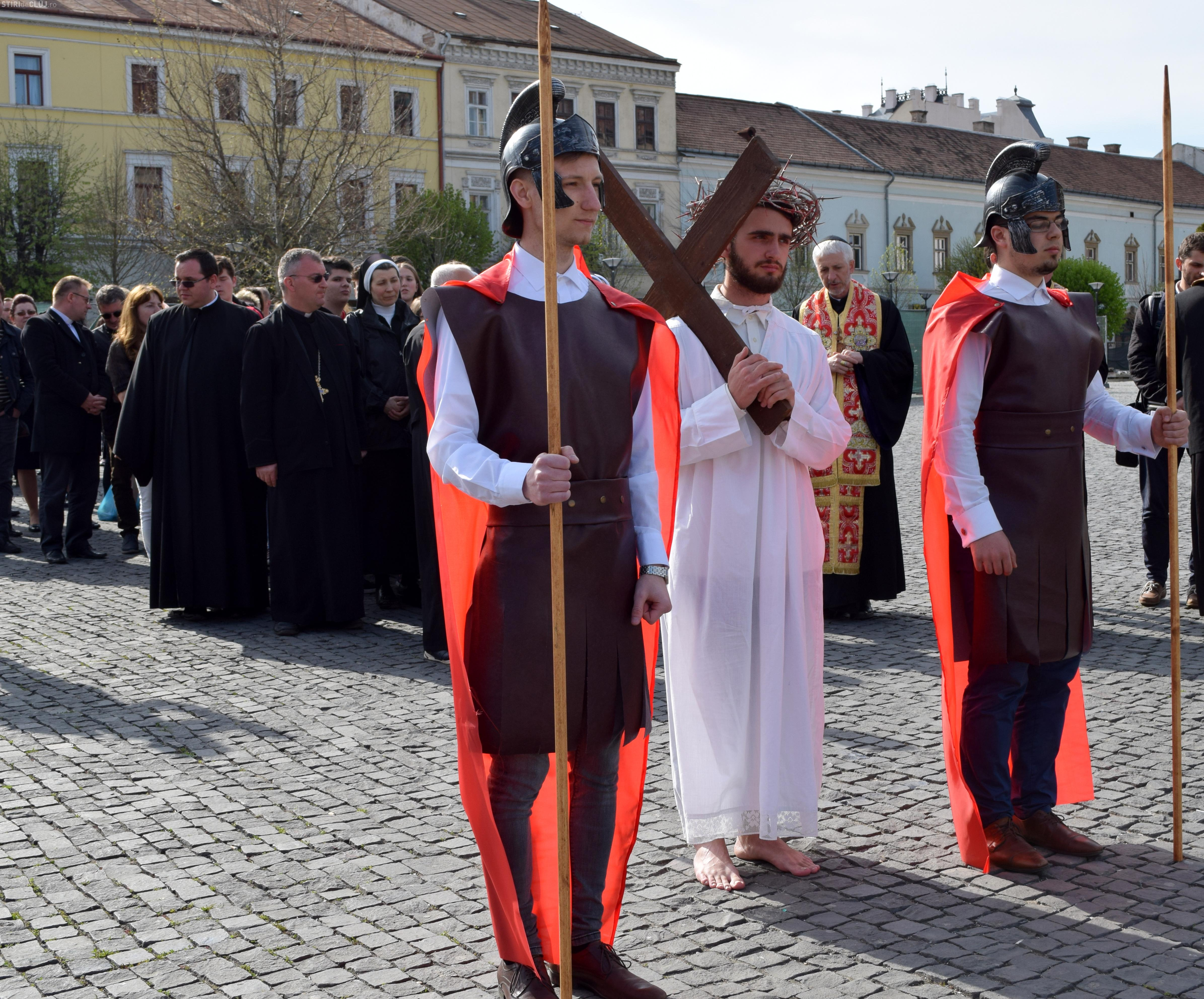 Drumul Crucii, refăcut de greco-catolici în centrul Clujului - FOTO