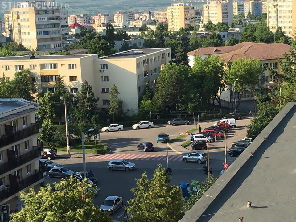 EPIC! Făceau plajă pe trotuar, în Cluj-Napoca - FOTO