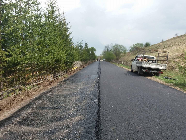 Lucrări de asfaltare pe drumul judeţean 108C Mănăstireni - Călata - Mărgău - Răchiţele