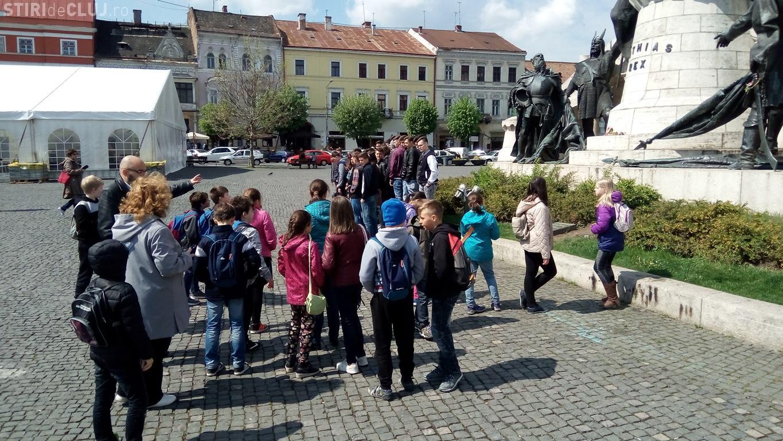 Tururi ghidate gratuite de vizitare a centrului istoric în cadrul programului Școala Altfel