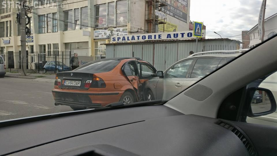 Accident URÂT pe strada Câmpina. Un BMW a fost avariat serios - FOTO