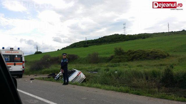 Accident cu o victimă, la Bonțida. O șoferiță a rămas încarcerată după ce a intrat cu mașina într-un podeț VIDEO