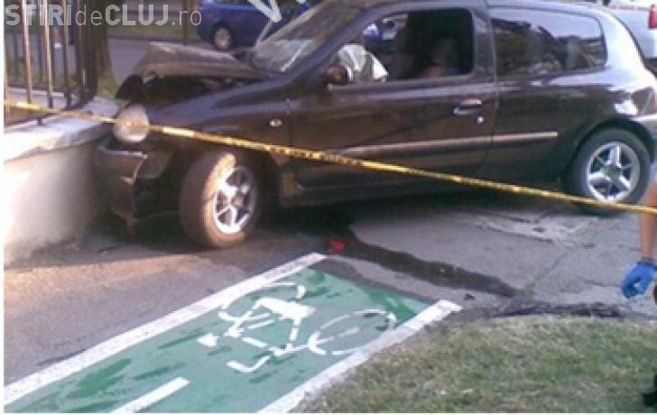 """Accident grav la Cluj! Un șofer francez, de 72 de ani, a """"zburat"""" cu mașina într-un gard"""
