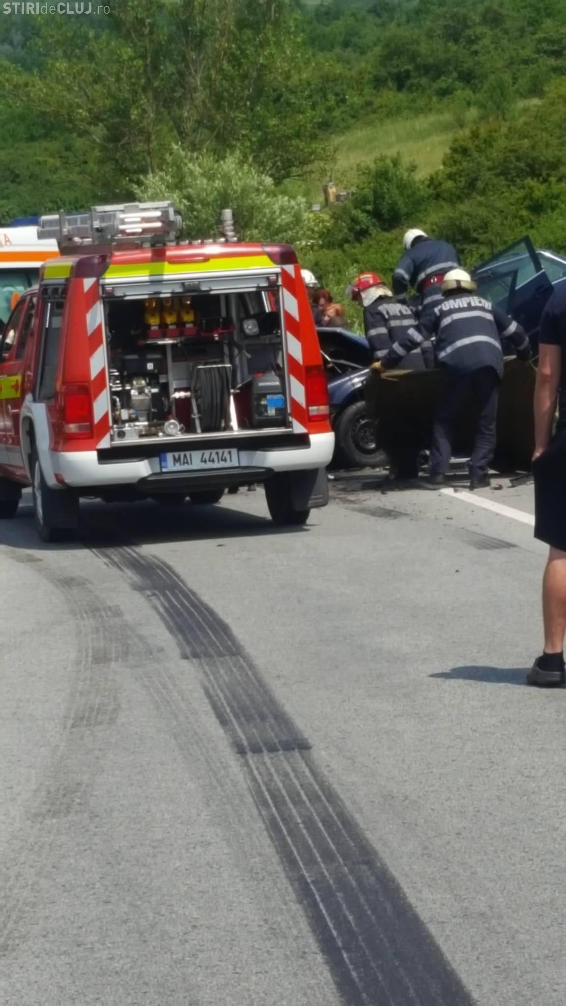 Cluj: Accident grav la ieșire din Dej. Un bărbat este în stare gravă. Mașina a intrat într-un TIR - FOTO