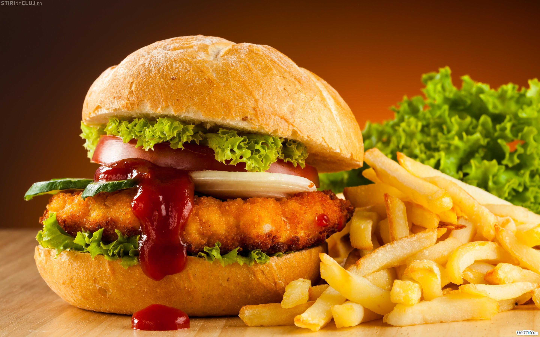 Cât sport trebuie să faci ca să arzi caloriile consumate mâncând fast-food