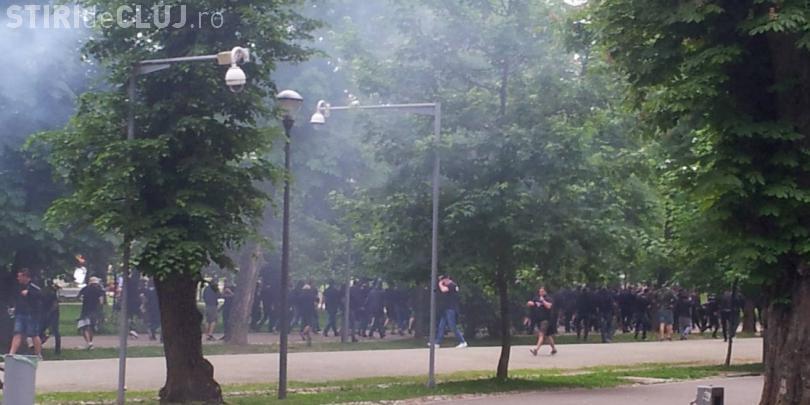 Fanii U Cluj și cei ai Stelei s-au bătut în Parcul Central
