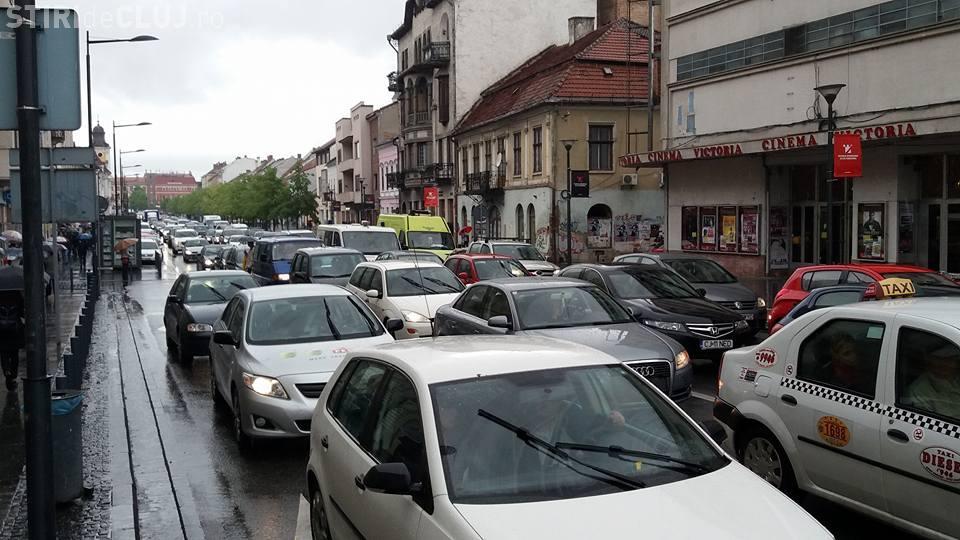 Clujul e BLOCAT: Fiecare merge singur în mașină - FOTO
