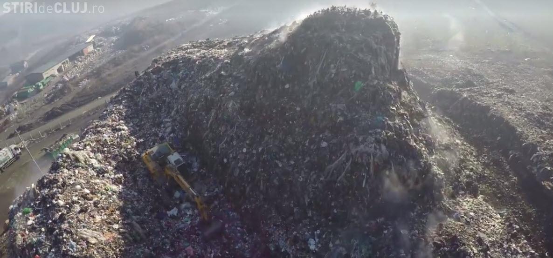 MUNTELE de gunoaie de la Dezmir se vede din avioanele care aterizează la Cluj - VIDEO