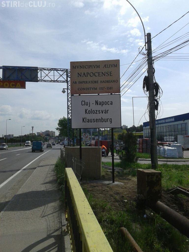 Plăcuțele trilingve sunt amplasate la intrare în Cluj-Napoca - FOTO