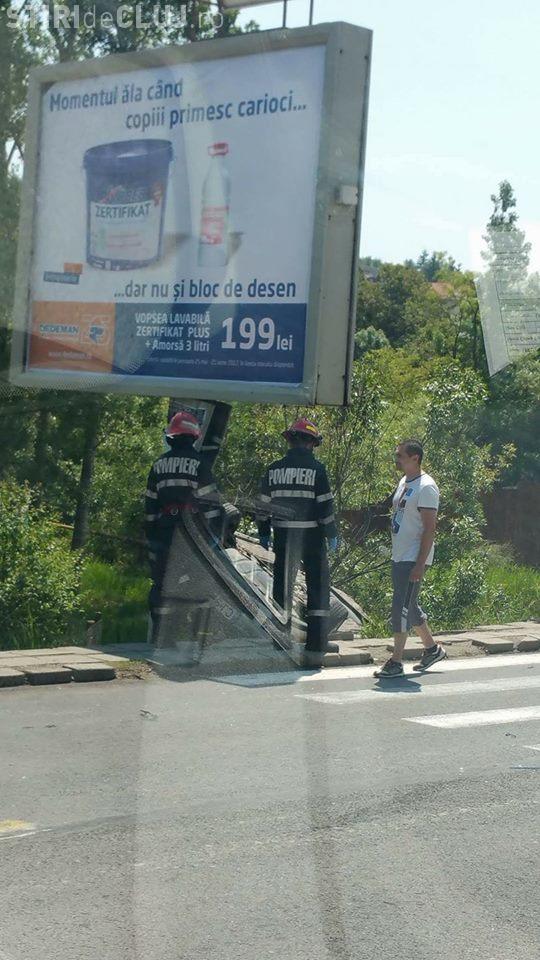 Accident pe Feleac! O șoferiță a ajuns cu mașina în șanț FOTO
