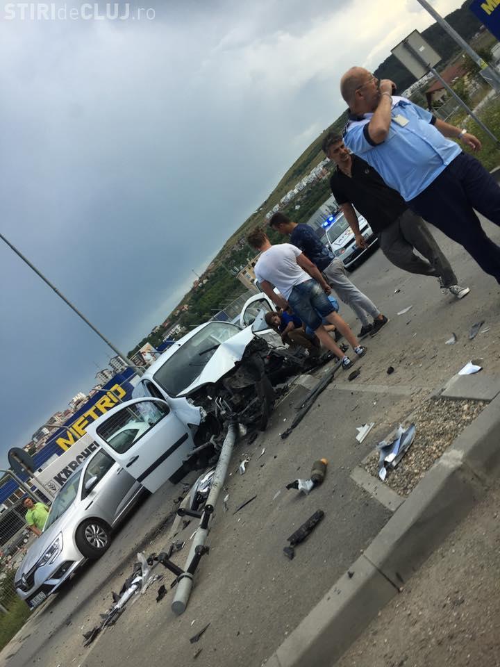 Cluj: Accident la Metro. Mașină făcută praf. Ce s-a întâmplat de fapt! - FOTO
