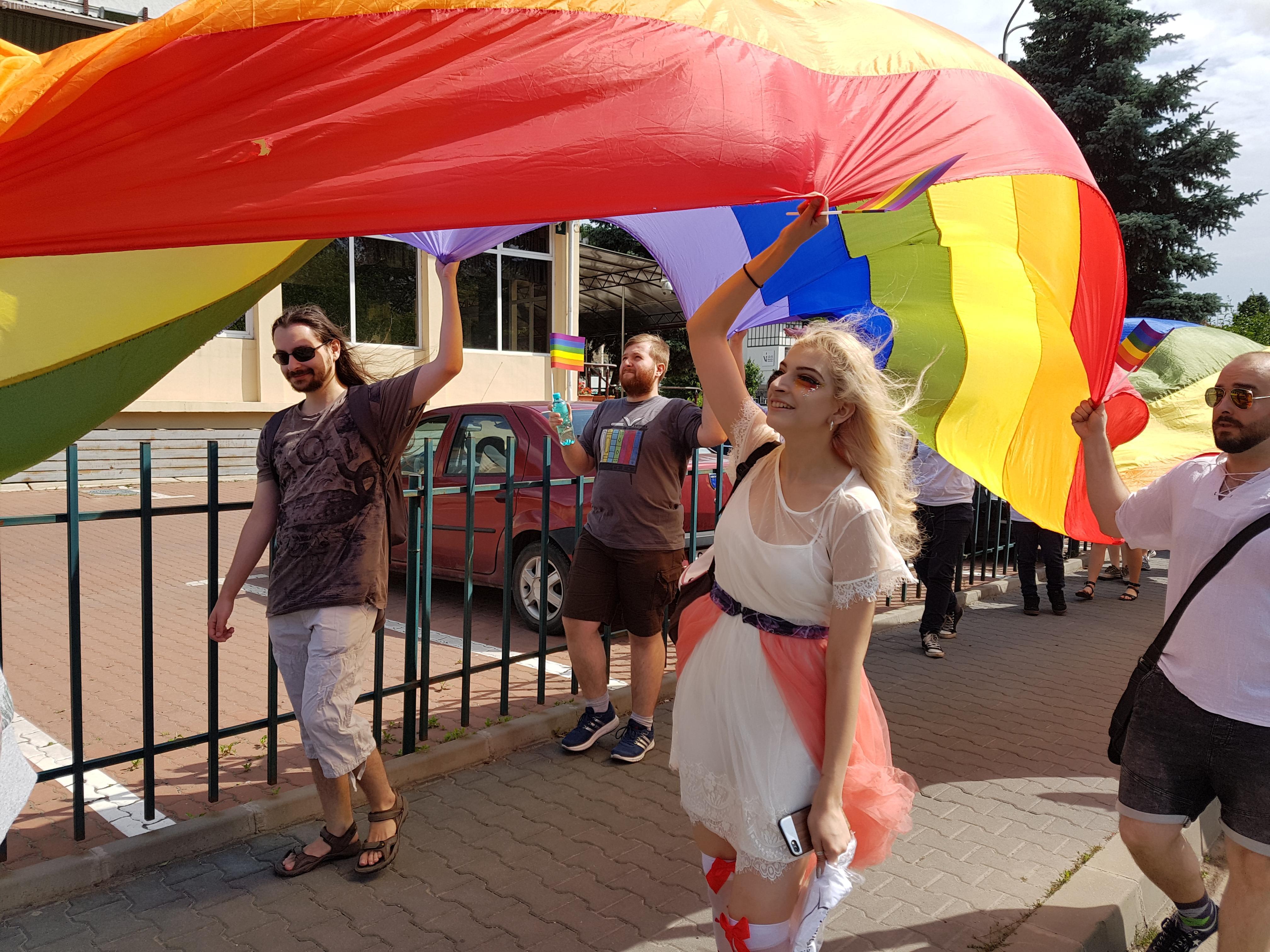 MARȘ GAY la Cluj! 1.000 de oameni au luat parte: În drum spre casă să aveți grijă să nu vă bată cineva - FOTO