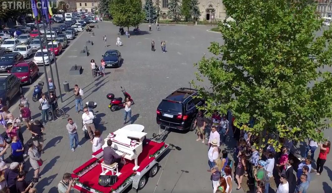 Flash-mob minunat la Cluj-Napoca! Opera Aperta a traversat orașul - VIDEO