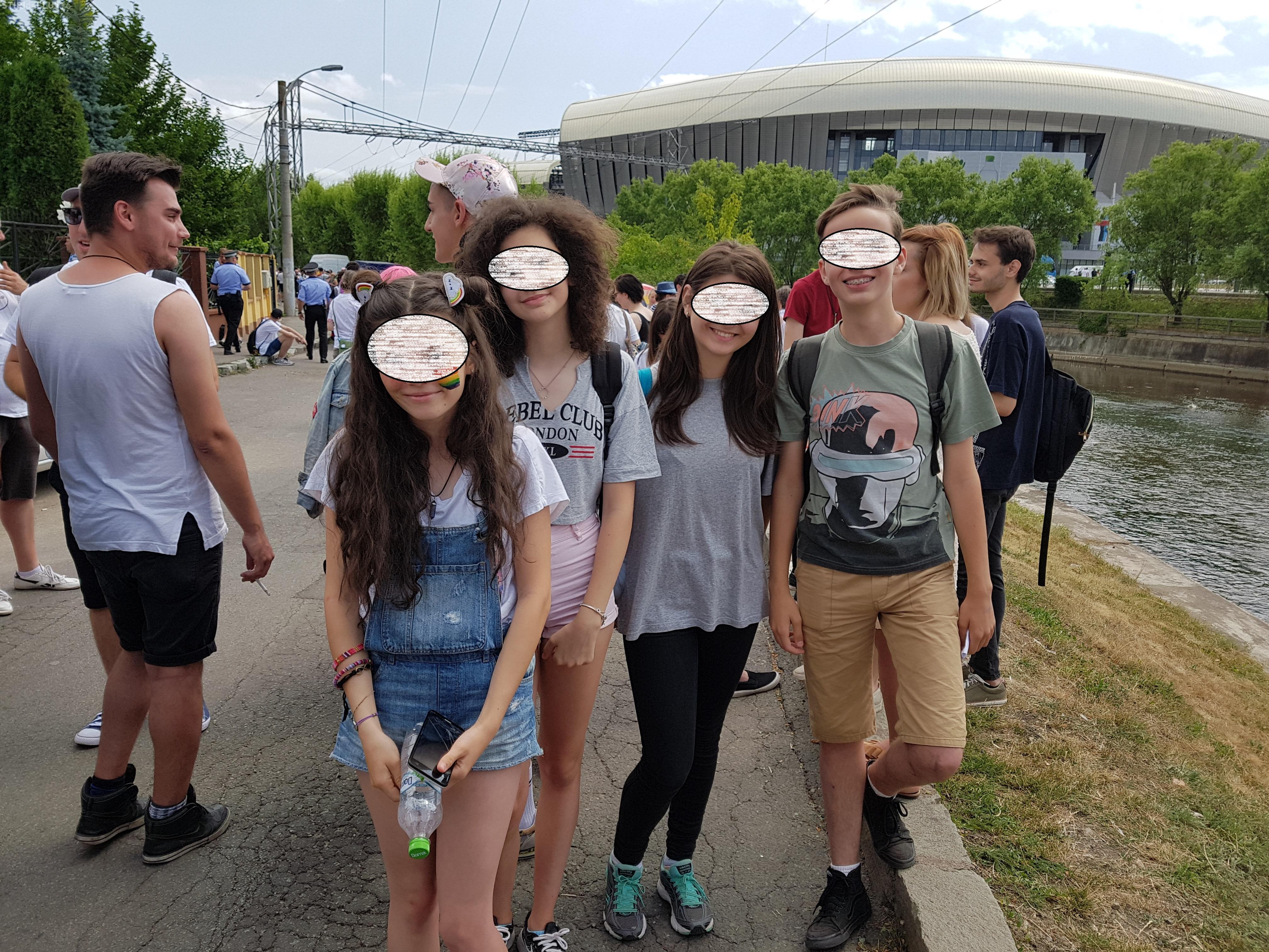 Cinci adolescenți de 14 ani, prezenți la Cluj, la marșul Gay