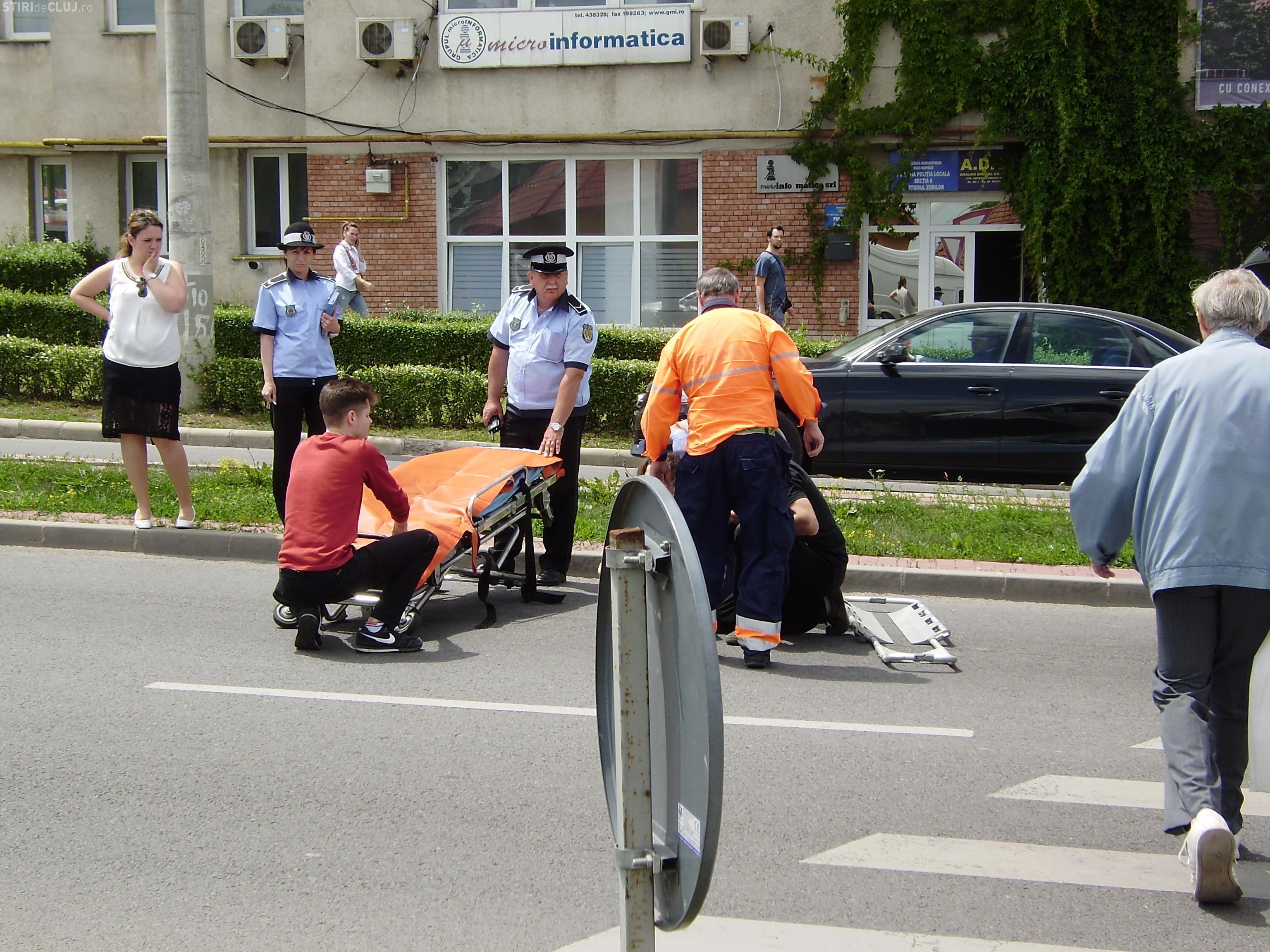 Accident pe Calea Turzii, la intersecția cu strada Observatorului! Tânără lovită pe trecerea de pietoni - FOTO