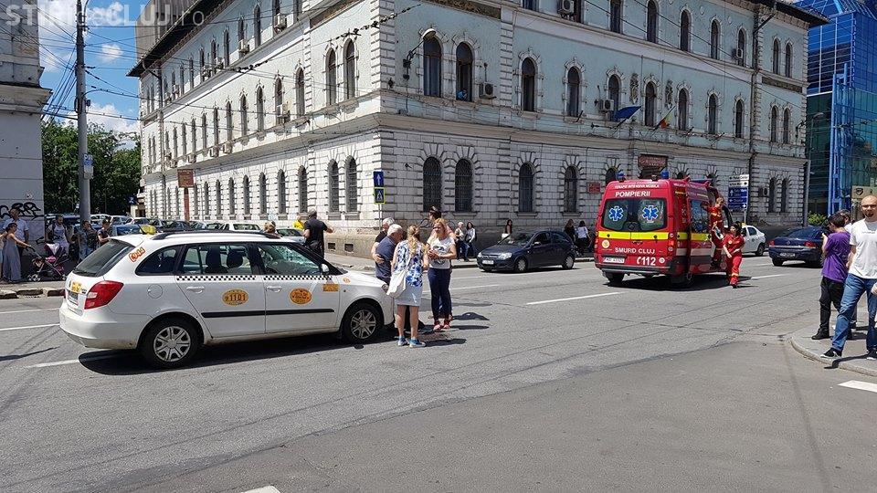 Clujean spulberat de o mașină în fața magazinului Central - VIDEO