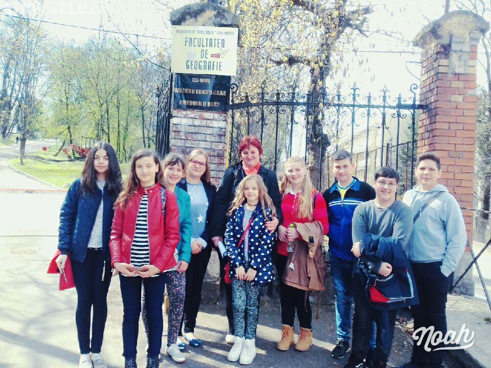 """Cei șapte elevi """"fantastici"""" din satul Călățele au dominat Olimpiada de Geografie în acest an - FOTO"""