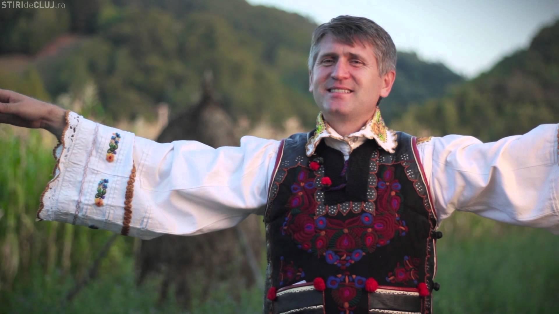 Preotul Pomohaci este imaginea unei localități. Are panou la intrare în comună