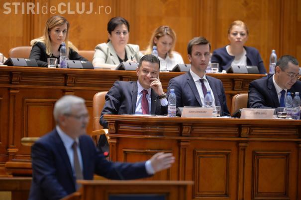 Criza politică ne costă cel puţin 2,2 miliarde de euro