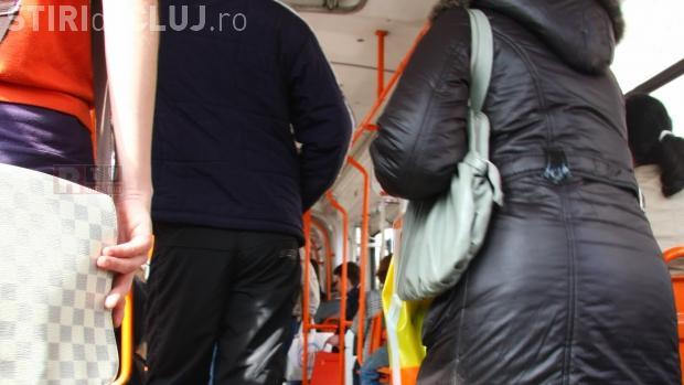Cluj: Pensionar prădat de hoți în troilebuzul 25, pus pe drumuri și amendat de controlori