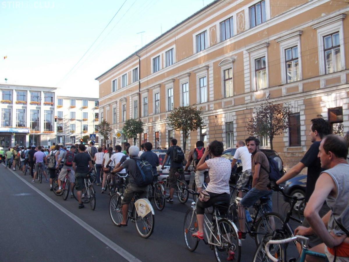 Bicicliștii clujeni fac marș: Primăria plînuiește să îngusteze mai multe trotuare