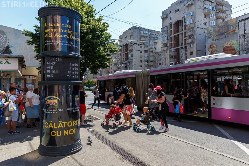 S-au montat noi panouri care afișează ora de sosire în stație a autobuzelor la Cluj. Se urmăresc mijloacele de transport în timp real FOTO