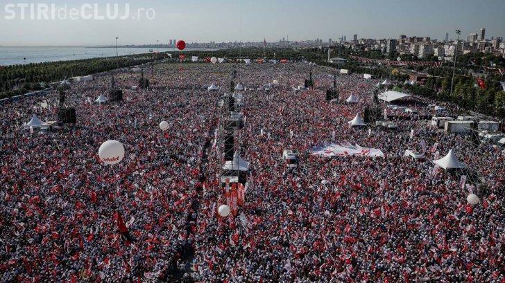 Protest masiv împotriva lui Erdogan! Sute de mii de oameni au ieșit în stradă, la Istanbul