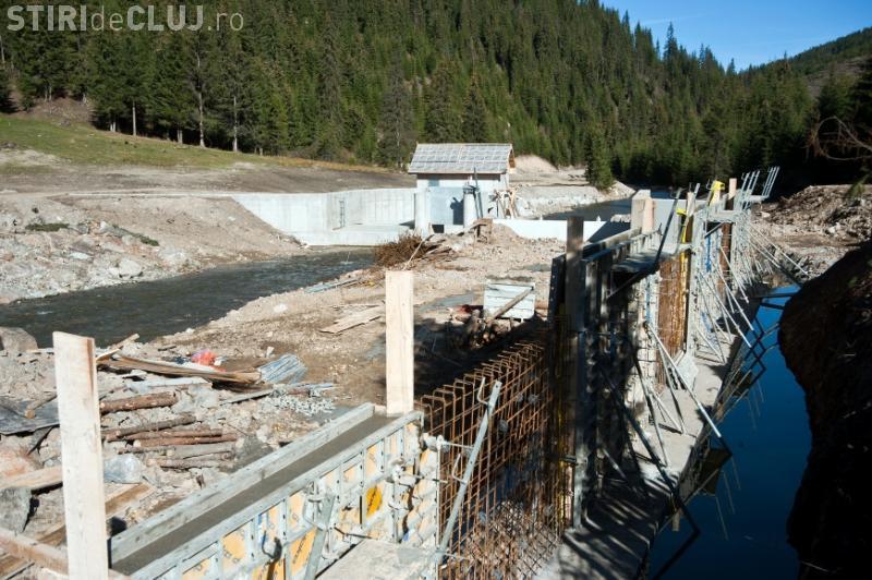 Tribunalul Cluj obligă o firmă să demoleze microhidrocentralele de pe Someșul Mic