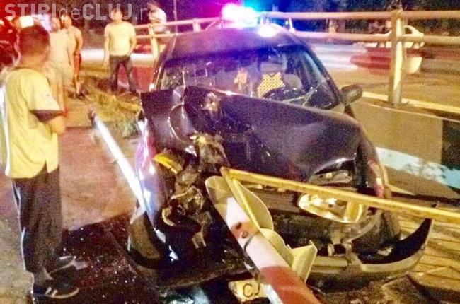 CLUJ: Un nou accident cauzat de un șofer beat la volan. A intrat cu mașina în parapeți, la Turda
