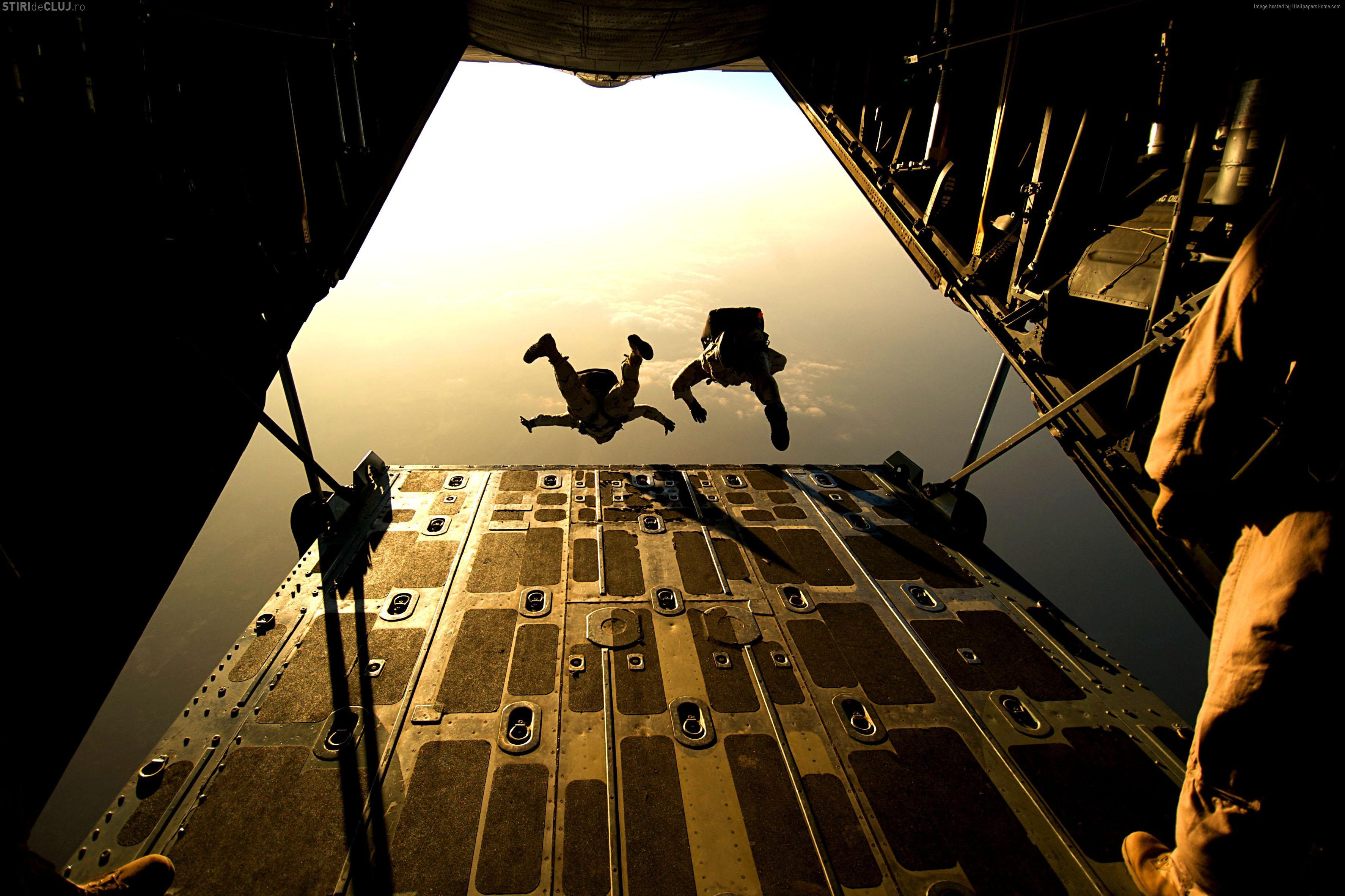 Cluj / Baza Aeriană Câmpia Turzii: 12 militari americani, răniţi după o paraşutare, la Swift Response 17-1