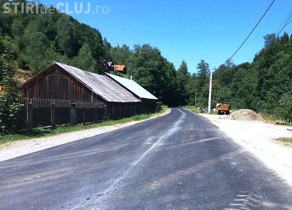 Cluj: S-a finalizat asfaltarea unui nou tronson al drumului județean Scrind – Răchițele