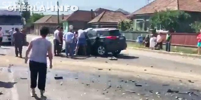 Accident grav pe un drum din Cluj! O femeie a rămas încarcerată în propriul autoturism VIDEO